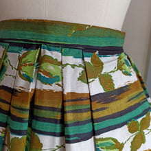 Load image into Gallery viewer, 1950s - DEADSTOCK NWT - Stunning Roses Print Skirt - W24 (62cm)