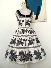 Load image into Gallery viewer, 1950s - BLANES, London - Spectacular Black & White Cotton Dress - W31.5 (80cm)
