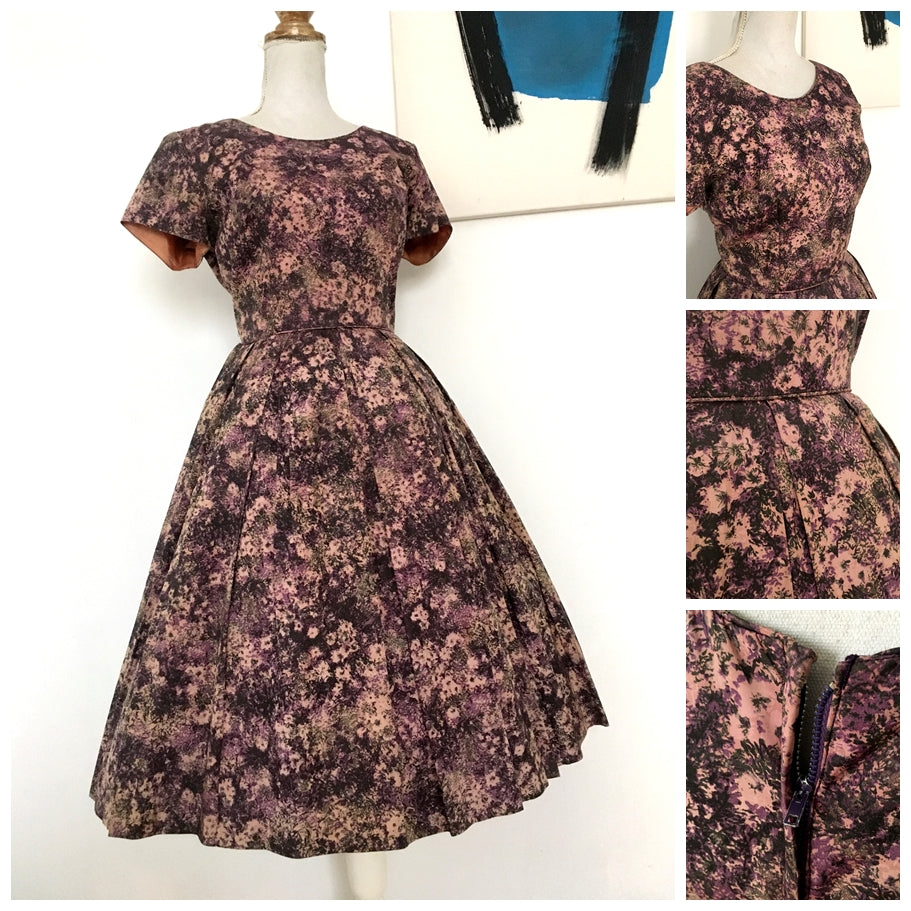 1950s - Gorgeous Abstract Floral Purple Satin Dress - W27 (68cm)