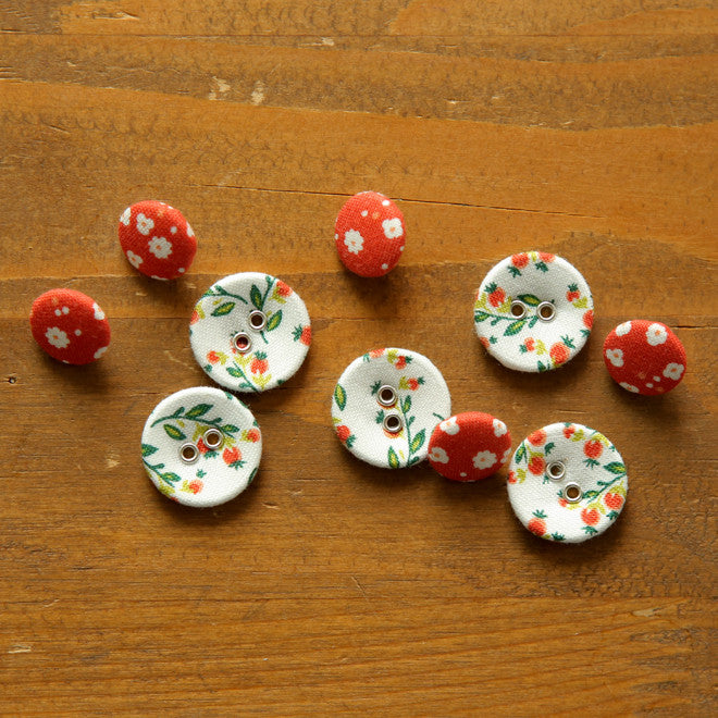 Buttons : Strawberry - 10pk