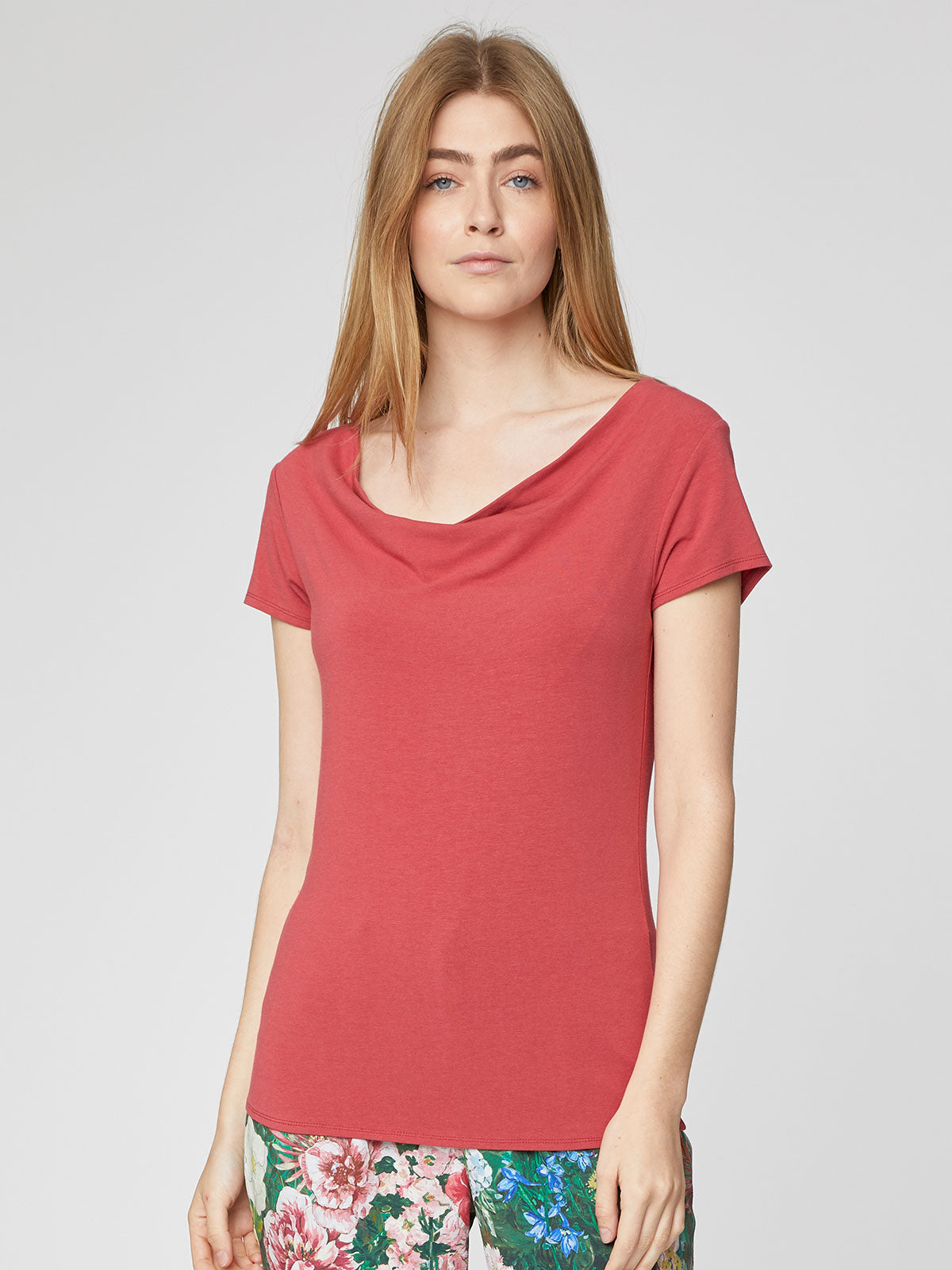 Thought Dalian Top for Ladies in Hibiscus Red