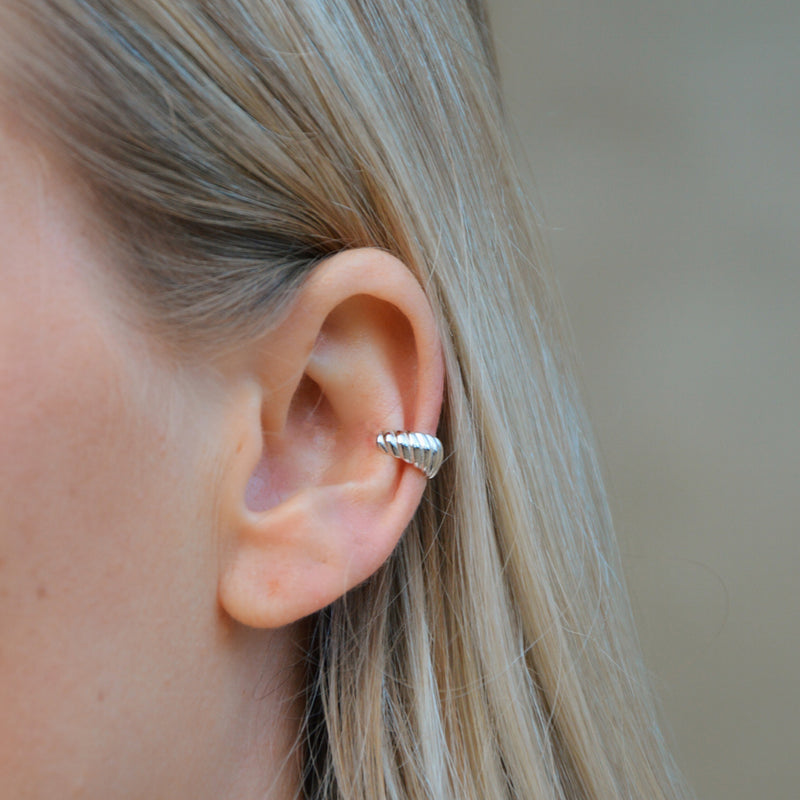 Paris ear cuff