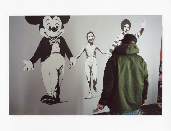 James Pfaff / Banksy Painting the canvas(2) - YOUANDART(ユーアンドアート)