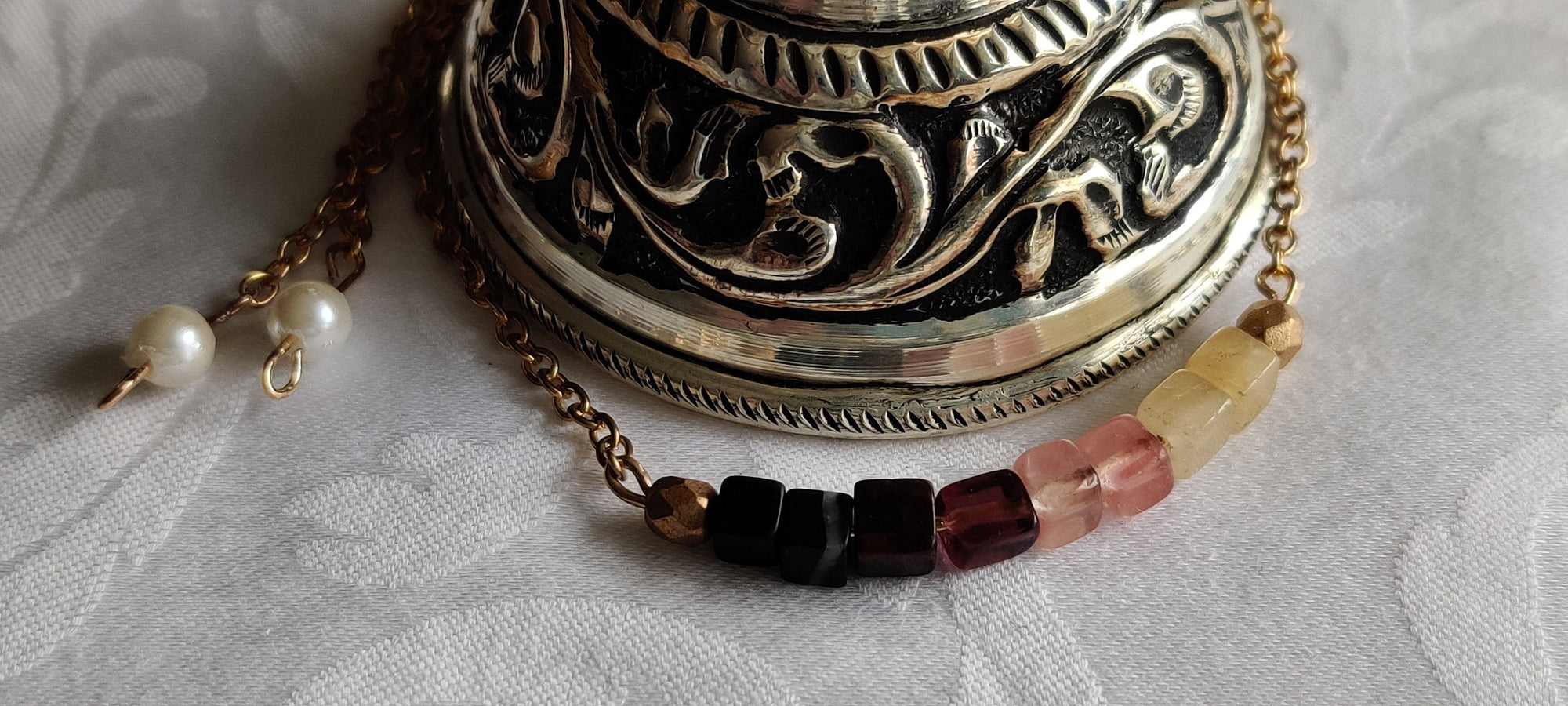 Healing crystals, Gift for her, Minimalist, Adjustable Bracelet , Carnelian, Tigers Eye, Gold plated chain