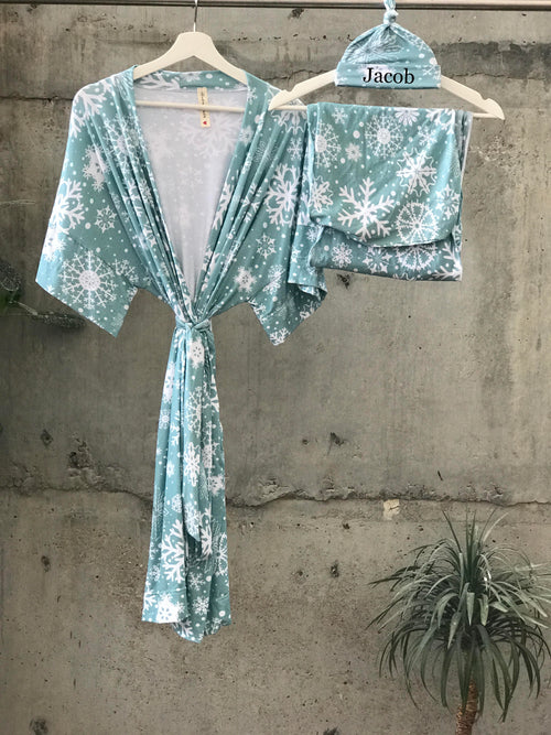 Blue Gray Snowflakes Maternity robe and swaddle set boy. Mommy and me robe and swaddle set boy. In organic stretch cotton. Matching t-shirts available. - comfymommyshop.in