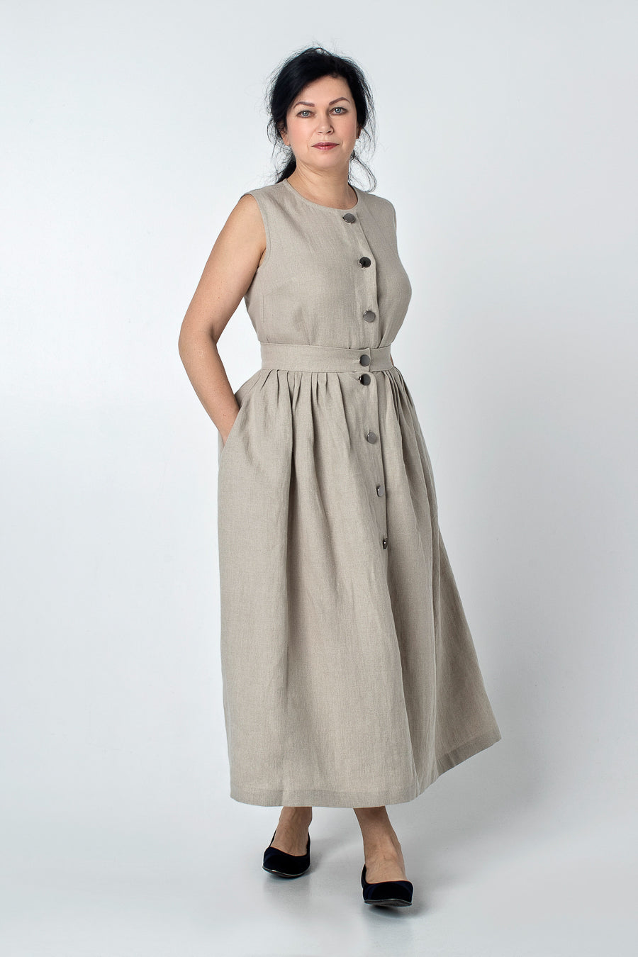 KINAYO | Sleeveless linen blouse with buttons