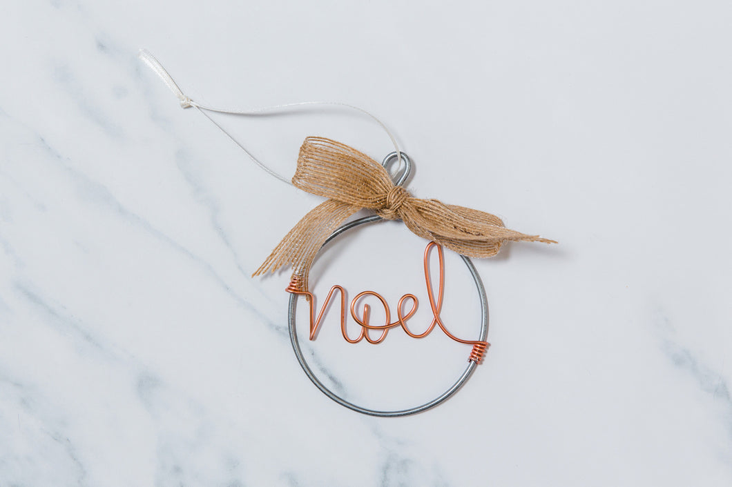 Noel Wire Christmas Bauble (Natural Bow)