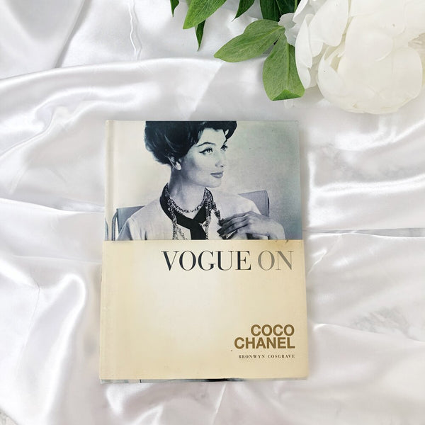 Vogue On : Coco Chanel - Designers Book