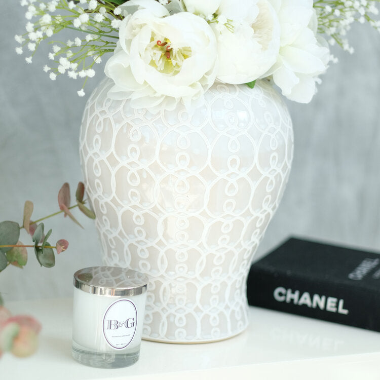 ' Leanne ' Flower Arrangement in Blanc