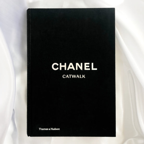 CHANEL CATWALK : THE COMPLETE KARL LARGERFELD COLLECTIONS BOOK