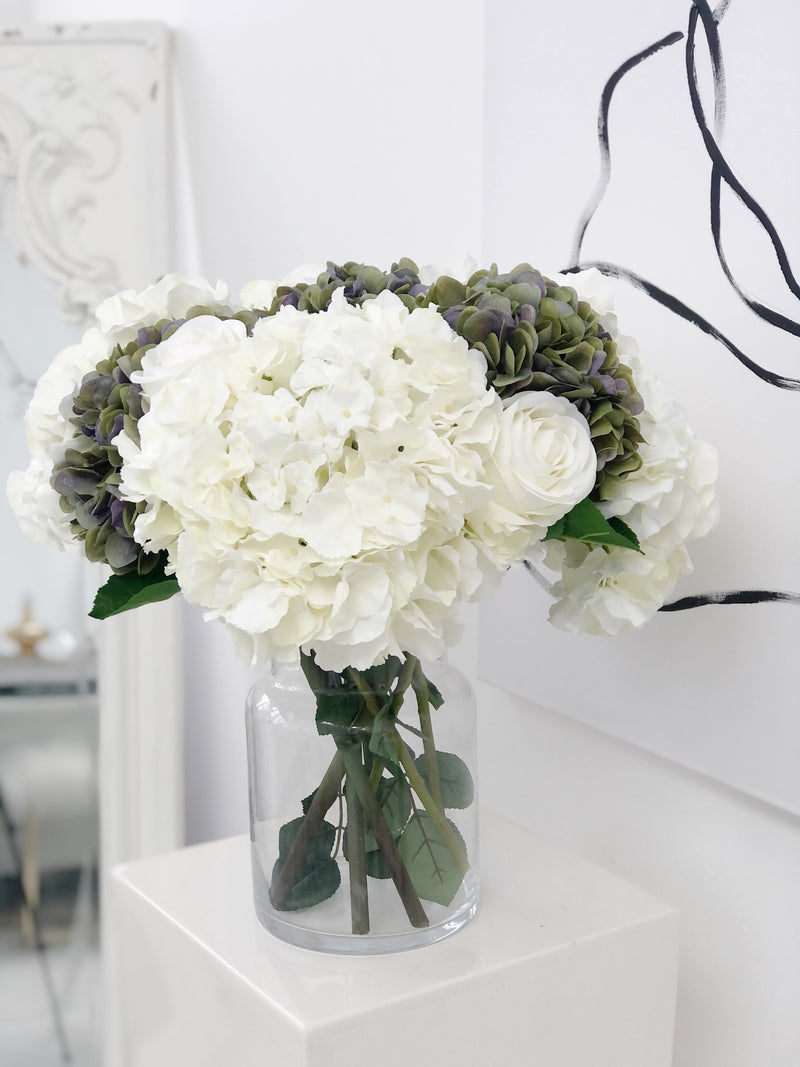 B & G 'Be Iconic' SS/21 Flower Arrangement