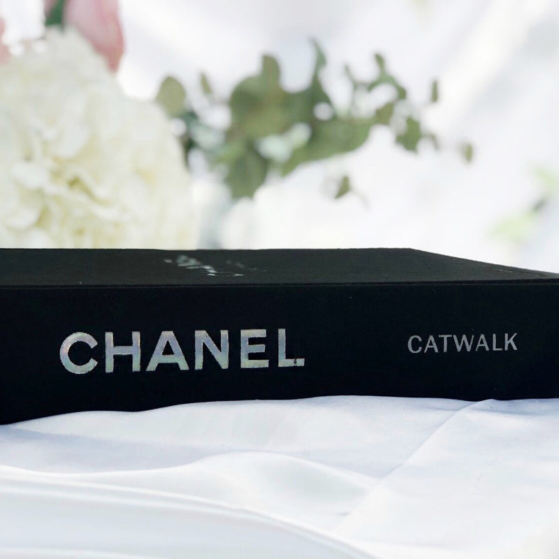 Chanel Catwalk : The Complete Karl Lagerfeld Collections BOOK