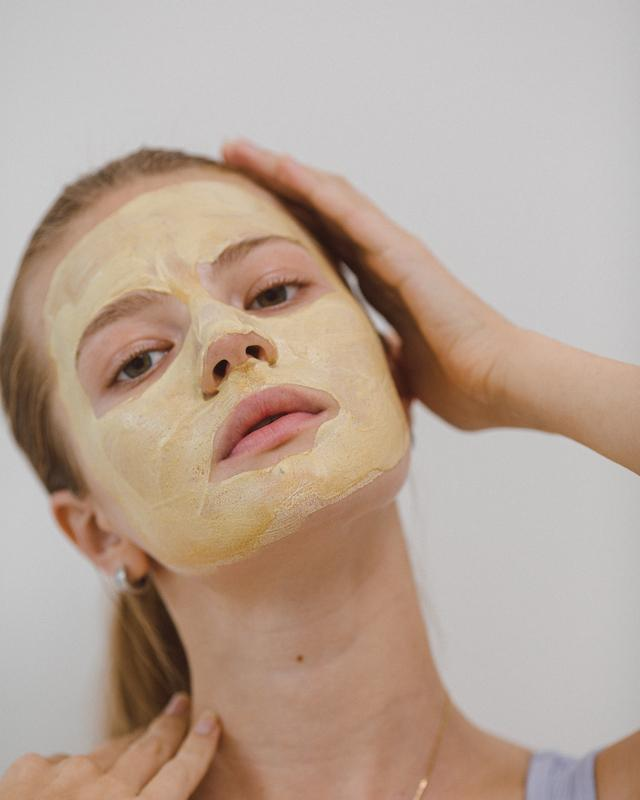 Yellow Beauty Glow Dust Facial Mask