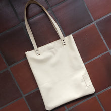 Afbeelding in Gallery-weergave laden, Tote bag in leer *one of a kind*