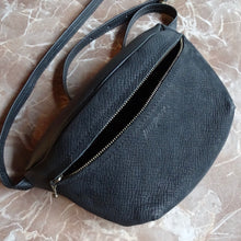 Afbeelding in Gallery-weergave laden, *one of a kind* Fanny pack XL