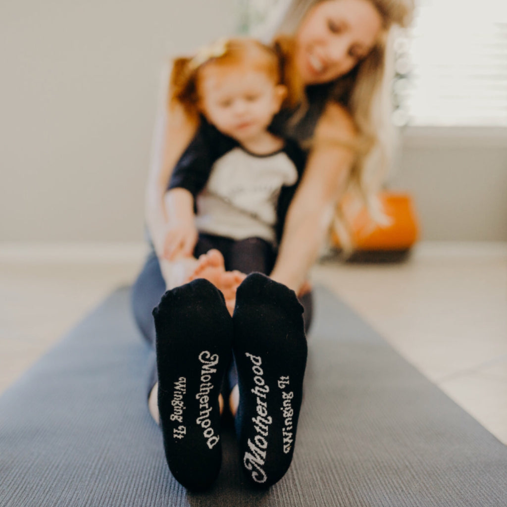 """Motherhood Winging it® "" Socks on the go"