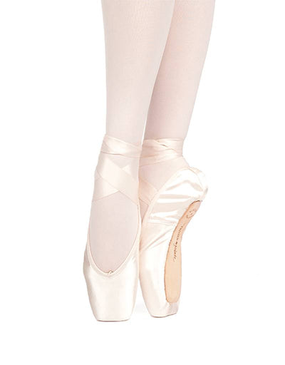 Russian Pointe: Pointe Shoe, Muse FM