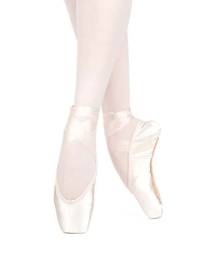 Russian Pointe: Pointe Shoe, Lumina FS