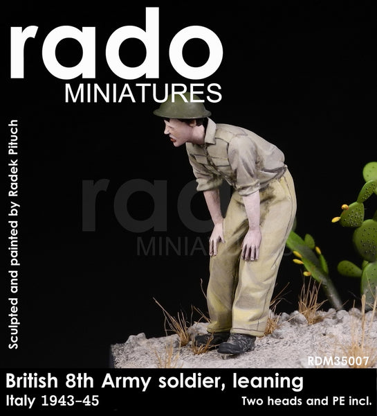 British 8th Army soldier, Leaning. 1943-45 (Two heads and PE fret)