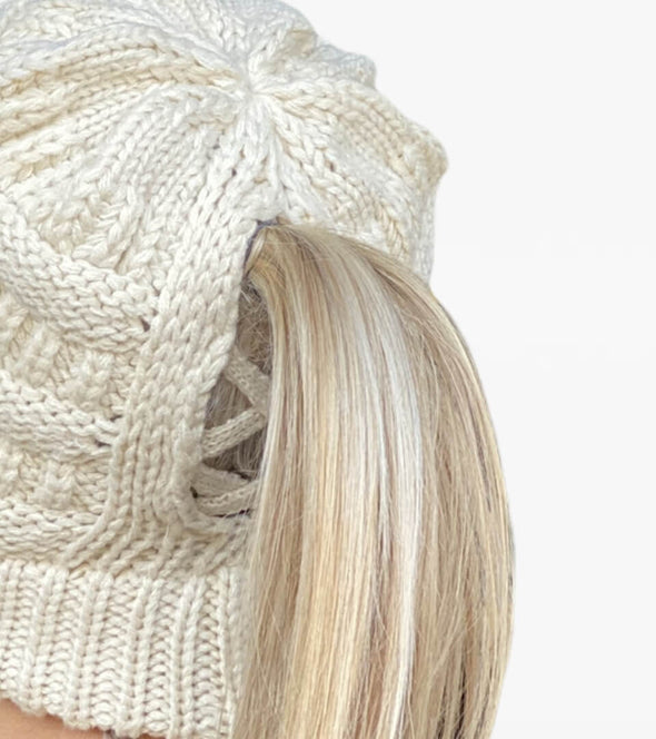 bonnet ouverture queue de cheval creme al sportswear alexandra ledermann sportswear