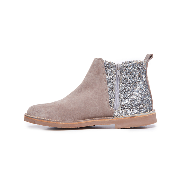 Childrenchic® Silver Sparkle and Taupe Suede Chelsea para niña