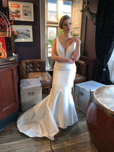 Load image into Gallery viewer, Lemolie Bridal Gown