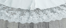 Load image into Gallery viewer, Melinda Luxury Veil