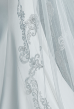 Load image into Gallery viewer, Carmen Luxury Veil