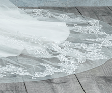 Load image into Gallery viewer, Madison Luxury Veil