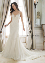 Load image into Gallery viewer, Desmonda Bridal Gown Y11879