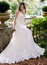 Load image into Gallery viewer, Amethyst Bridal Gown Y21832