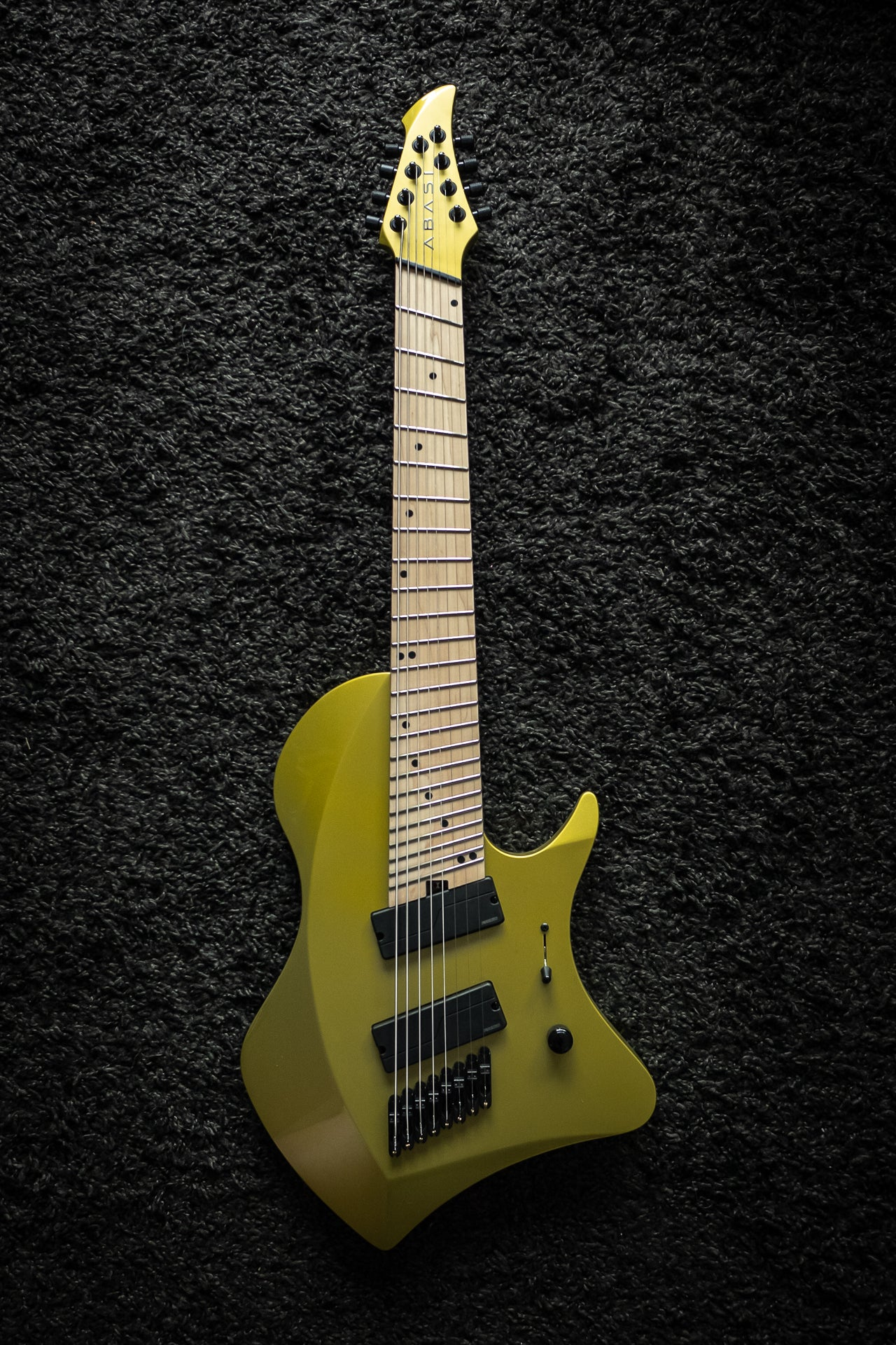 LARADA 8 // Master Series // Chartreuse (Maple FB)