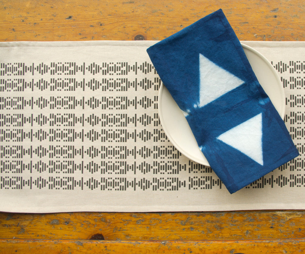 BROKEN LINES HAND PRINTED TABLE RUNNER IN CHARCOAL GREY