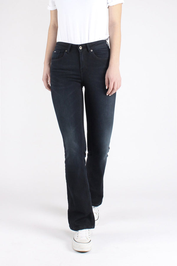 perfect bootcut flared jeans in dark blue color, made from GOTS certified materials. Vegan