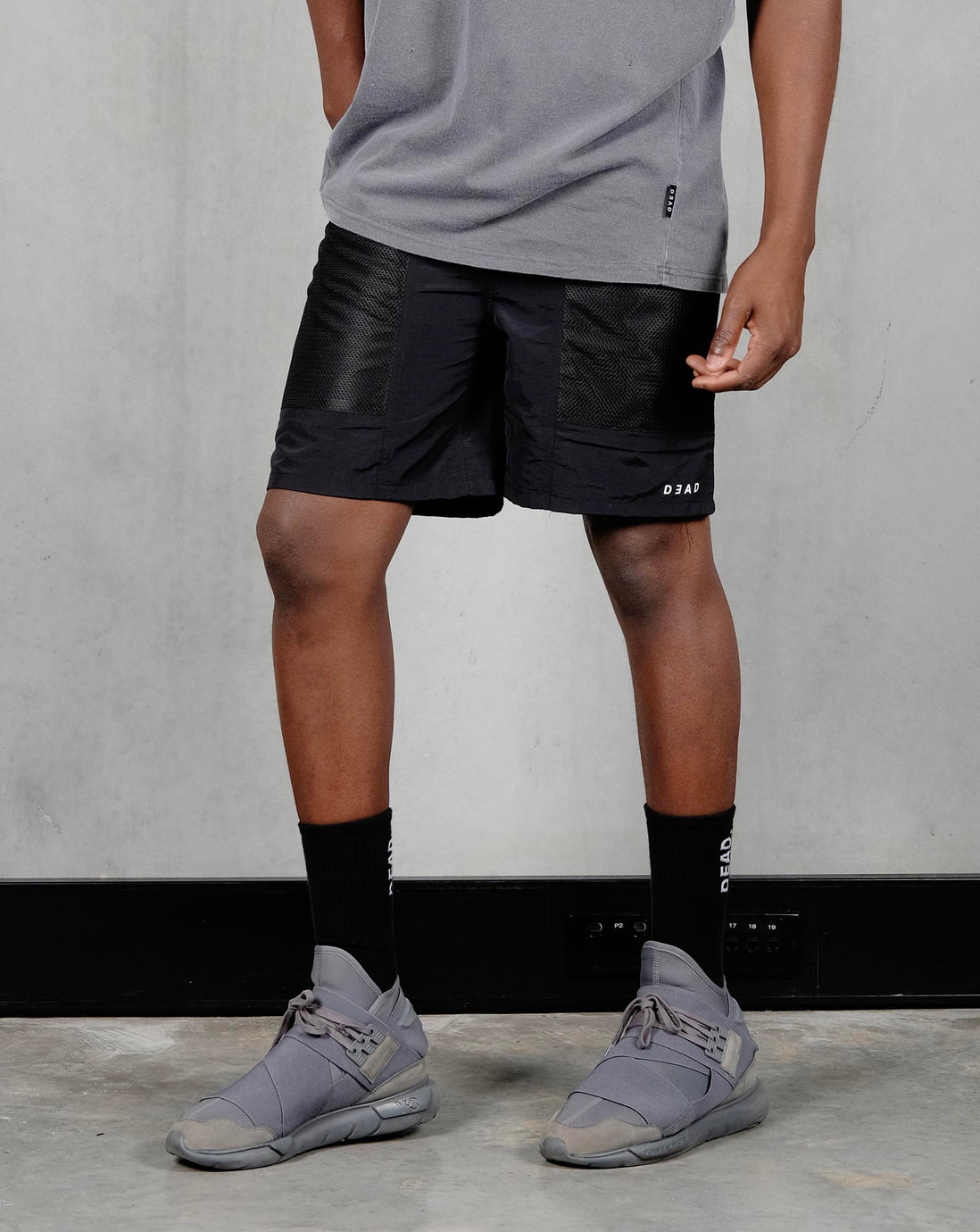 LEISURE SHORT - BLACK