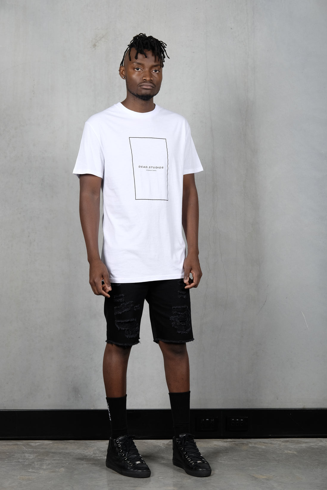STENCIL OUTLINE TEE - WHITE