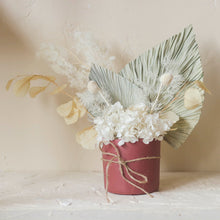 Load image into Gallery viewer, Rose Dried Flower Arrangements