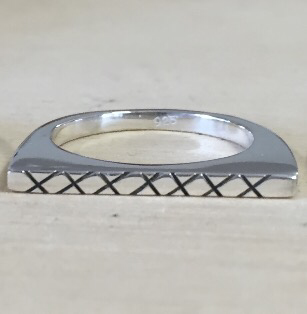 Arc Cross Ring
