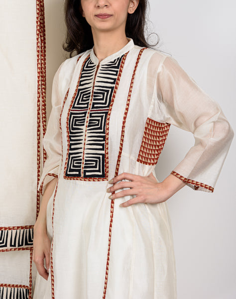 Off white Appliqué Embroidery Kurta Set