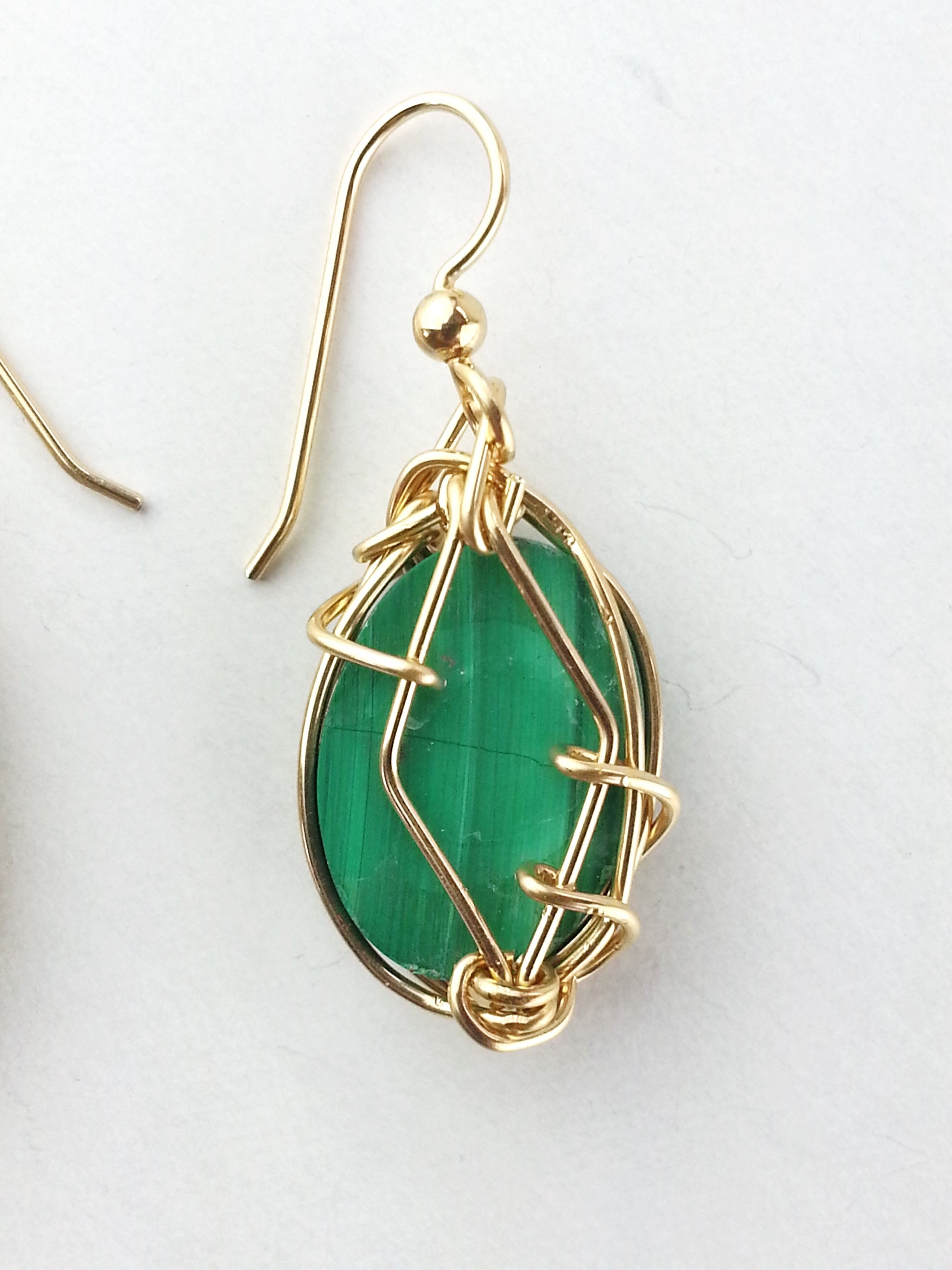 green-dangling- malachite-earrings-gold-earth-in-wire
