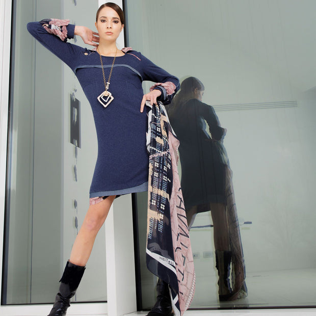 LONG SLEEVED DRESS WITH HOOD