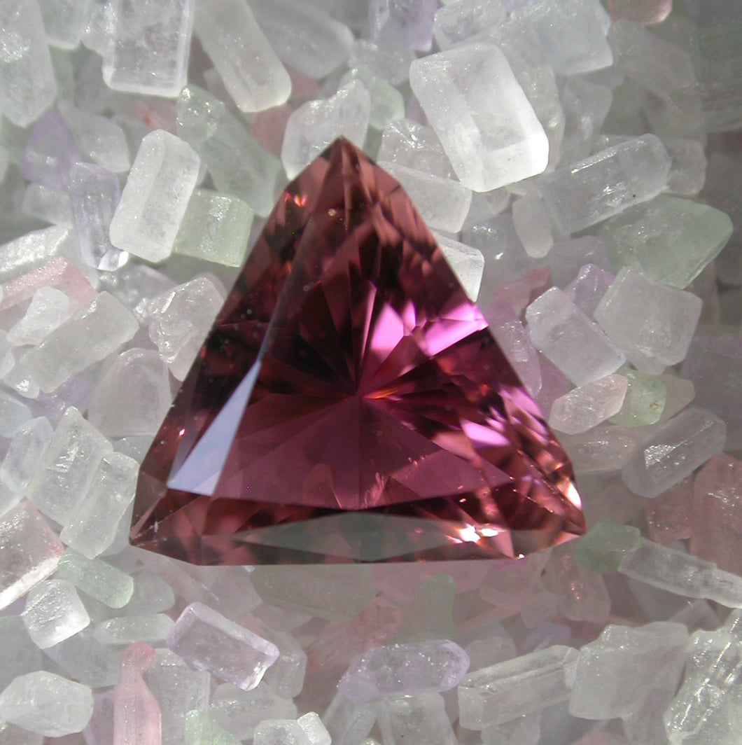 Gemstone - Tourmaline, Pink (hand-cut), clean and stunning color - 5.44 cts triangle
