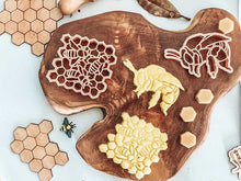 Load image into Gallery viewer, Teddy Bear Bee & Honey Comb Eco Cutter Set