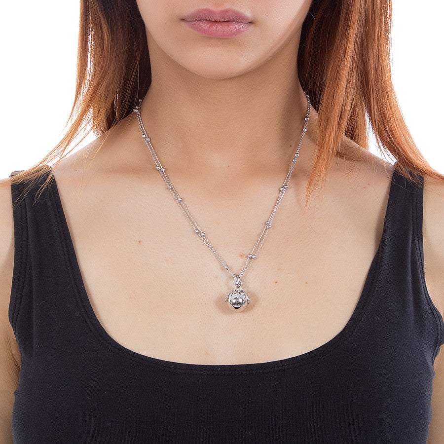 Necklace rhodium plated with perforated stars