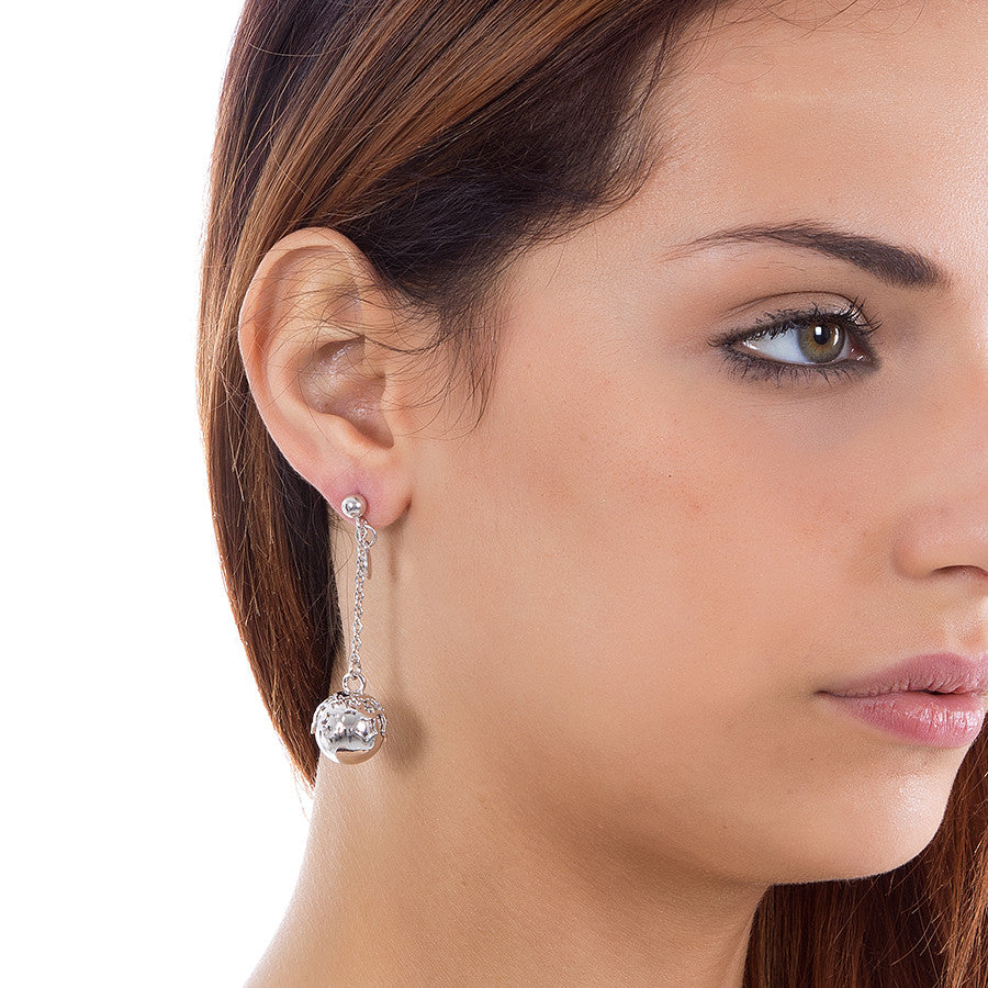 Earrings with perforated stars