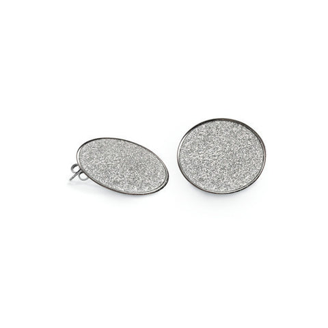 Earrings in the lobe glitter