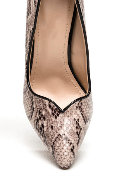 Anne Michelle Heart Act To Follow Pointy Pumps Snake Print