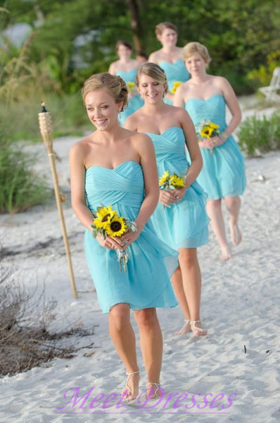 Bridemaids in aqua on the beach