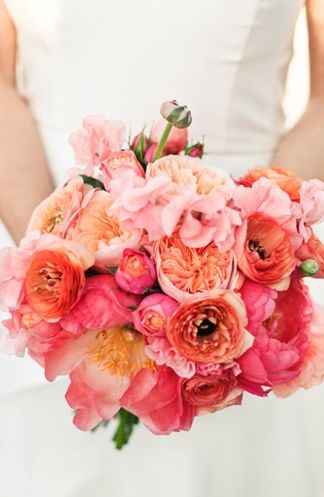 Bridal bouquet in peach, pink and orange