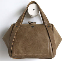 Load image into Gallery viewer, bes sabbia frrry leather bag, button, sand brown suede